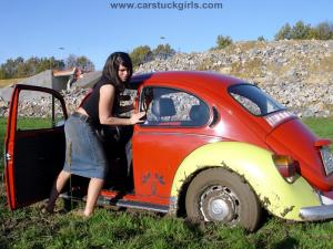 "DVD 015 - Denise in ""The Bug-Stuck + The Offroad-Test"""