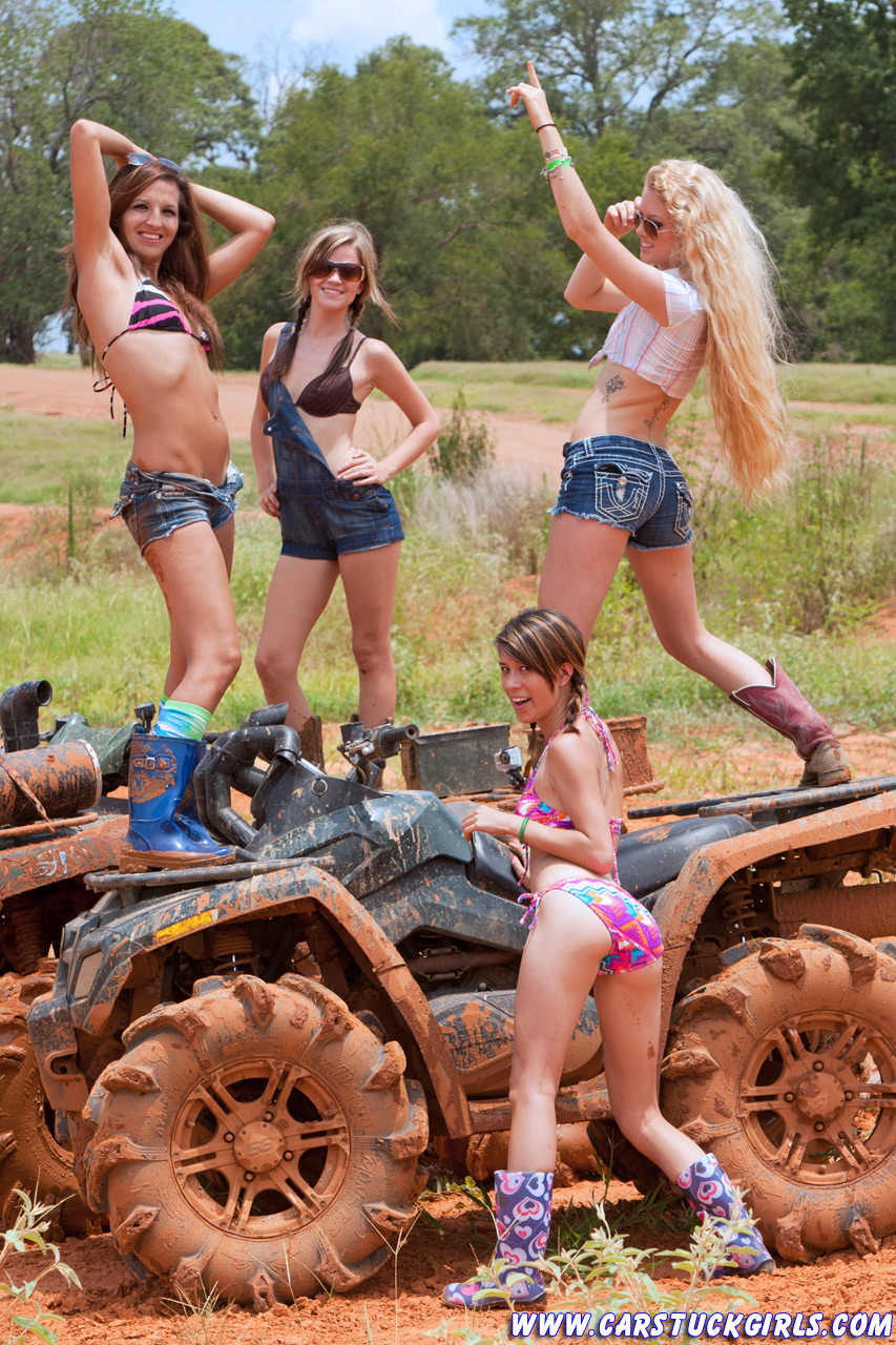 Women playing in the mud naked — photo 2