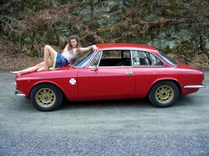 http://www.madmanmovies.com/images/gross/alfa_romeo_bertone_girl_barefoot_driving_005.jpg