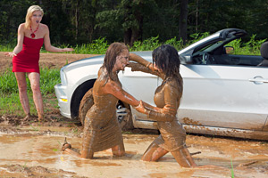 The missed party, a car stuck & some Mudwrestling